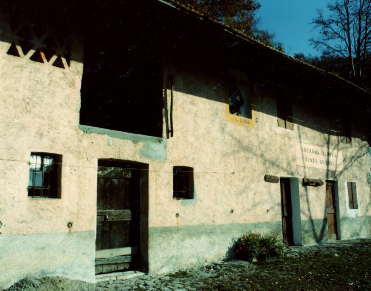 <b>La locanda alpina</b><br />foto Giovanni Vachino, 1990