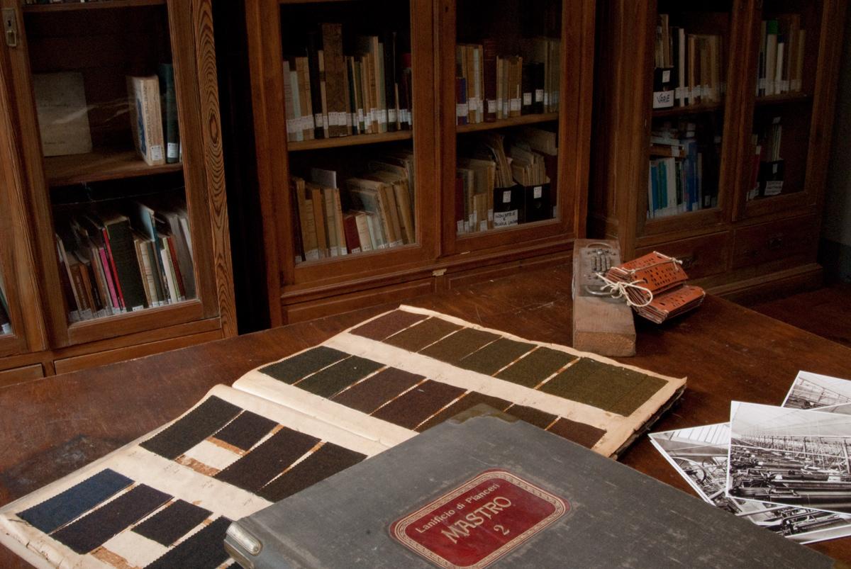 <b>La biblioteca del Centro di Documentazione dell&#039;Industria Tessile</b><br />foto Gigi Ghiardo