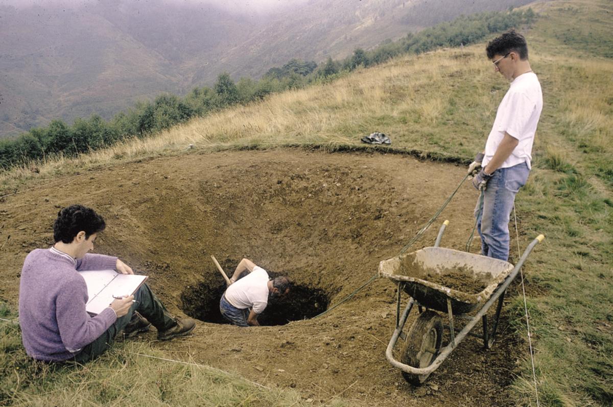 <b>Alta Valsessera,località Cavajone: scavo e rilevamento di una luera</b><br />