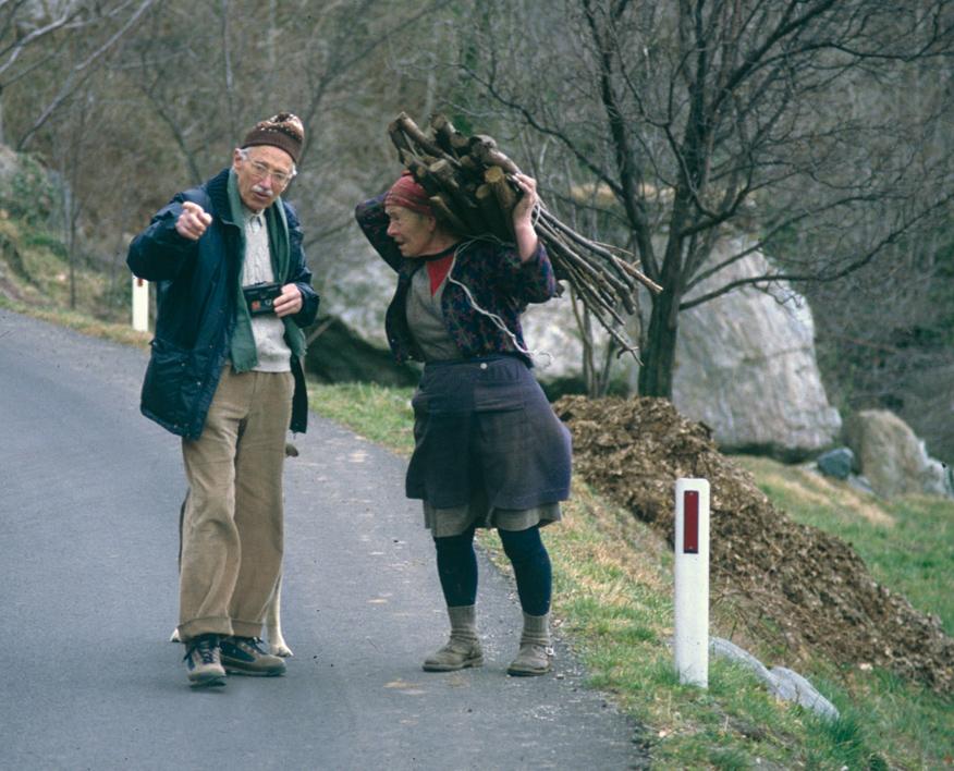 <b>Alfonso Sella durante una raccolta di testimonianze in Valle Cervo</b><br />