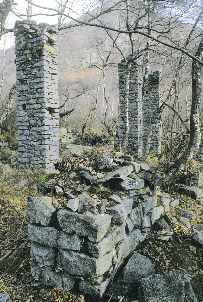 <b>Alta Valsessera, opificio in riva destra del Sessera</b><br />foto Giovanni Vachino, anni &#039;80