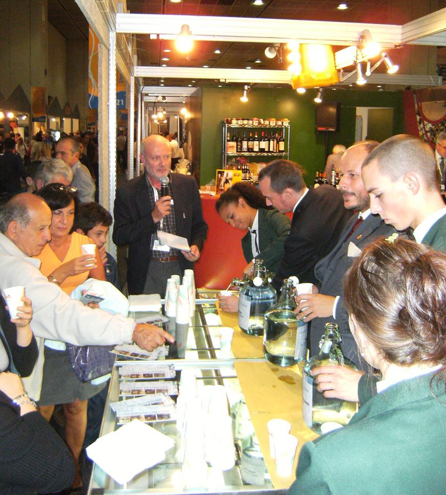 """<b>La presentazione del progetto """"Sorgenti di cultura"""" al Salone del Gusto di Torino, 2008</b><br />"""
