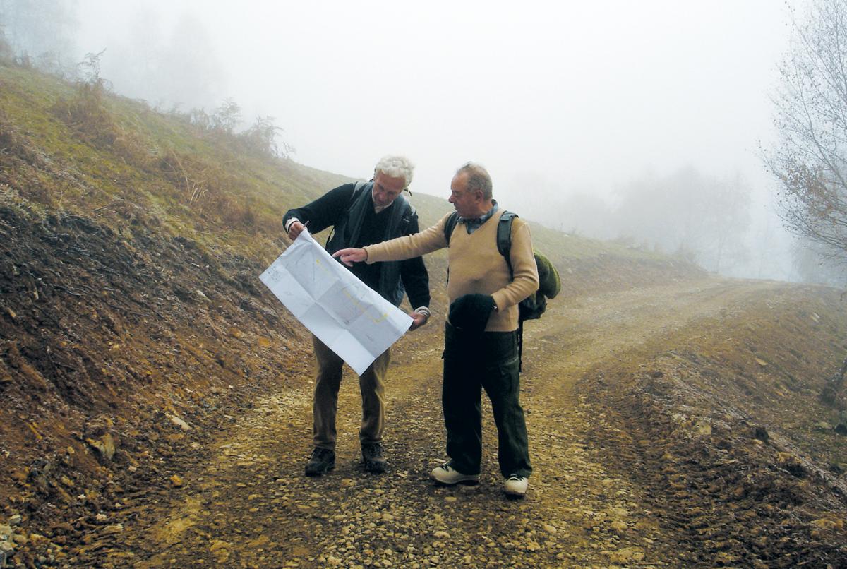 <b>Alta Valsessera, sopralluogo nel vallone del Dolca</b><br />Domenico Ubertalli (a sinistra) e Albino Prina Cerai